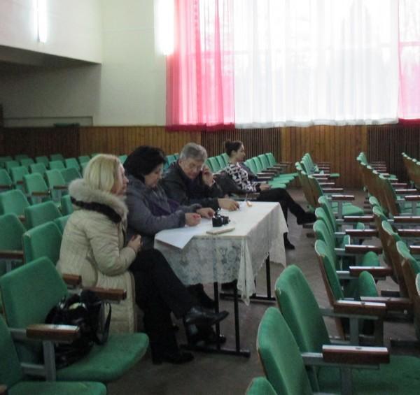 Комісія обговорює виступ учнів