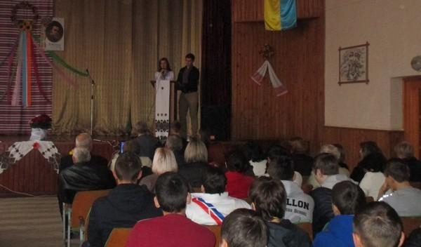Учні вітають педагогічний колектив