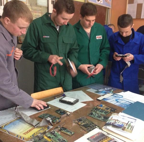 Учні групи МВТ -1 готуються до конкурса