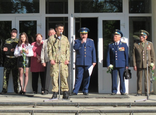 Розповідь лейтенанта АТО про героїчний захист Донецького аэропорта.