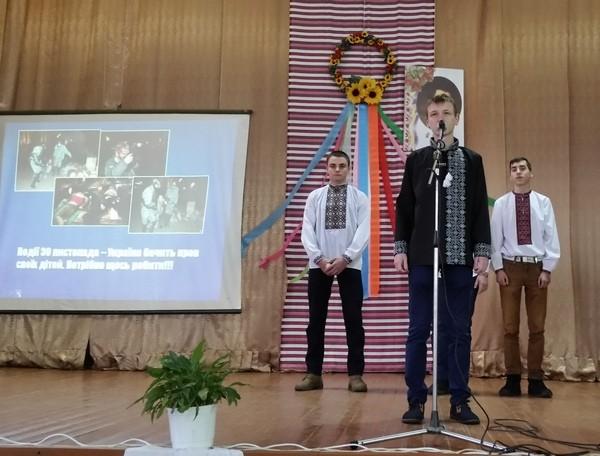 За допомогою учнів групи МВТ - 21 згадуємо події Майдану