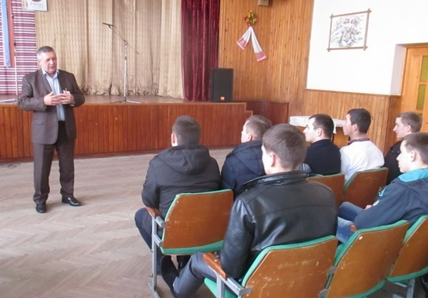 Директор ВПУ СОТ Гнип Василь Дмитрович привітав випусників і побажав успішного втілення своїх мрій в житті