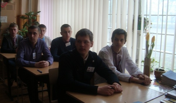 Учні групи КВП - 31 уважно слухають завдання.