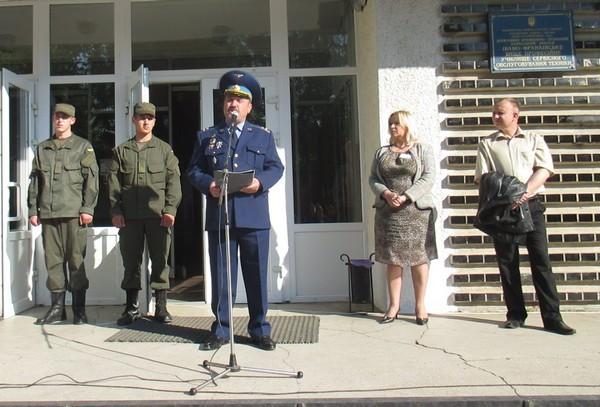 Перед учнями виступив викладач ВПУ СОТ полковник Довган Ярослав Михайлович - учасник військових дій в Авганістані
