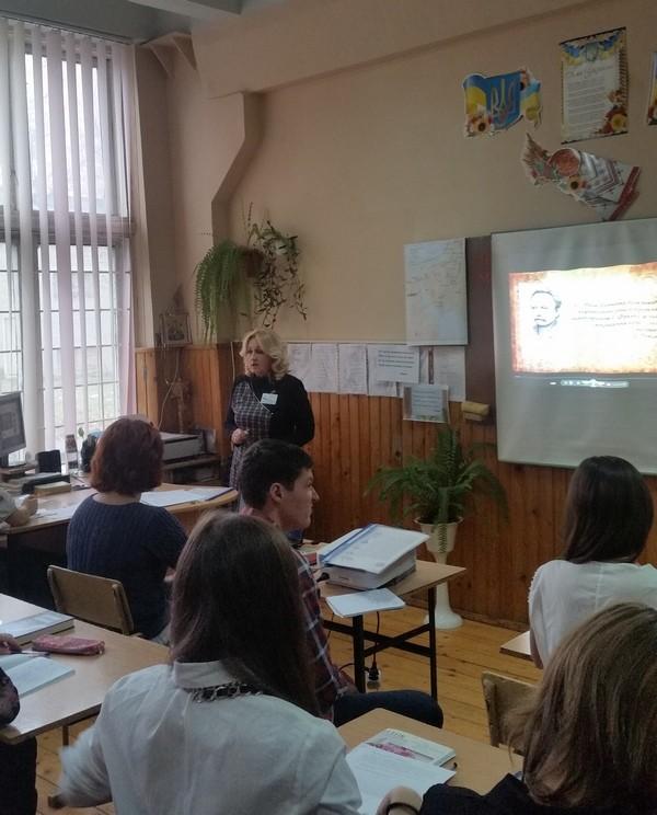 Урок веде викладач української мови та літератури Савка Галина Миколаївна