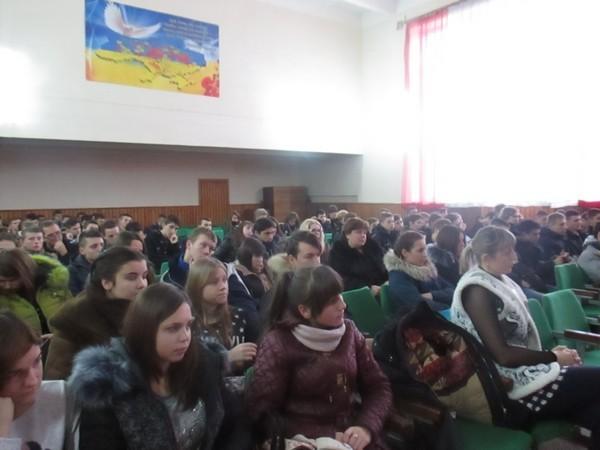 Учні уважно слухають про права та обов'язки громадянина України