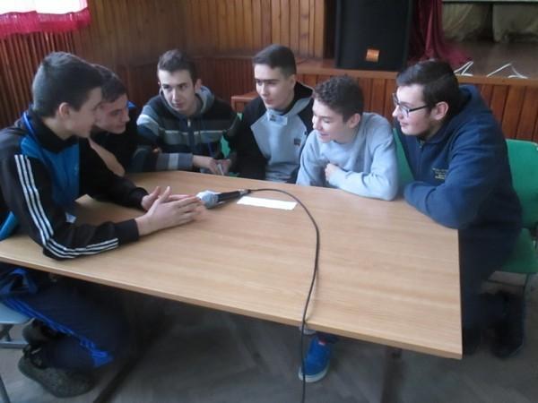 Команда групи РТМ-11 обговорює завдання